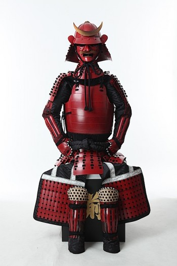 【等身大】黒糸威 赤桶側 二枚胴具足(時代付け仕上げ)